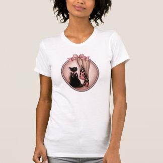 T-shirt Jeune femme élégante et chat noir