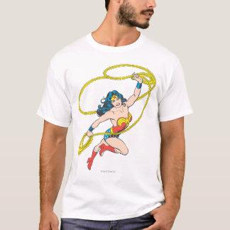 T-shirt La femme de merveille tient le lasso 3