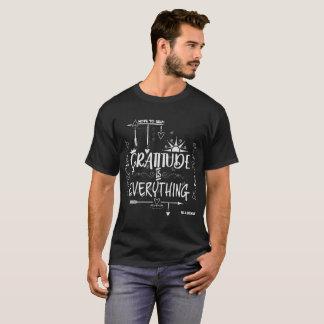 T-shirt La gratitude est tout note au tableau d'individu