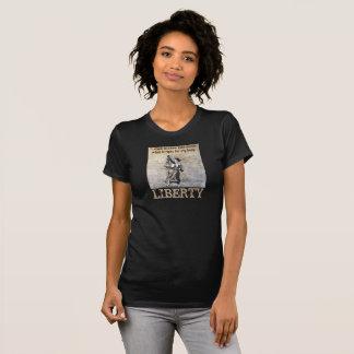 T-shirt La pièce en t des femmes annonçant l'absence des