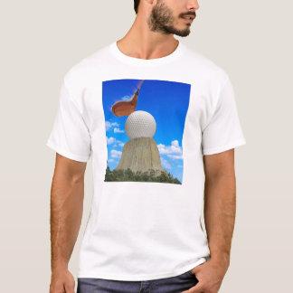 T-shirt La tour du diable jouant au golf