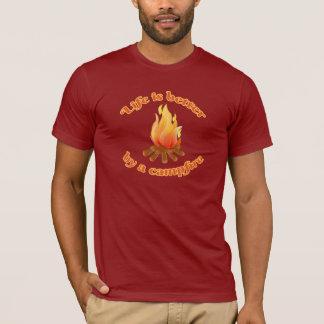 T-shirt La vie est meilleure par un feu de camp | campant