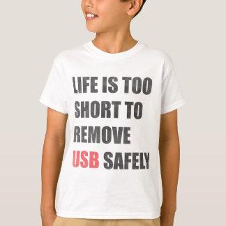 T-shirt La vie est trop courte pour enlever l'Usb sans