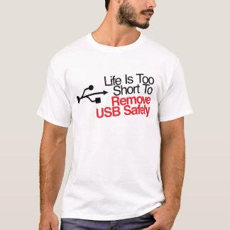 T-shirt La vie est trop courte pour enlever USB sans