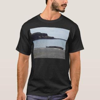T-shirt Lac avec les falaises et le dock