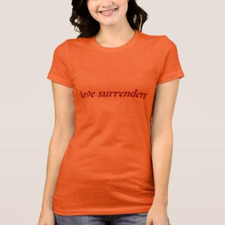 T-shirt L'amour se rend (rouge foncé sur l'or)