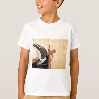 T-shirt Le faucon sur un cérémonial se tiennent prêt