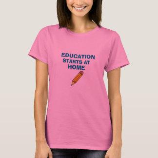 T-shirt L'éducation met en marche à la maison la chemise