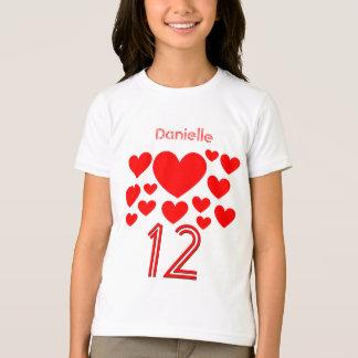 T-shirt Les 12 masses de fille d'anniversaire des coeurs