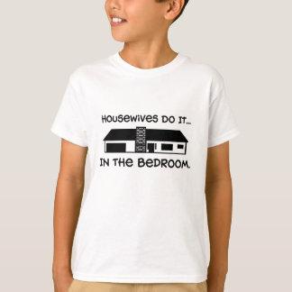 T-shirt Les femmes au foyer le font… Dans la chambre à