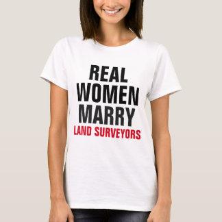 T-shirt Les vraies femmes épousent des arpenteurs de terre