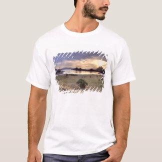T-shirt L'Indonésie, parc national de Komodo. Coucher du