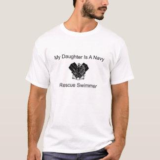 T-shirt Ma fille est une nageuse de délivrance de marine