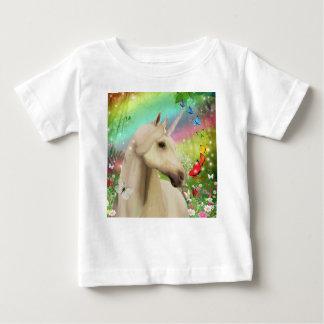 T-shirt magique d'arc-en-ciel de licorne pour des