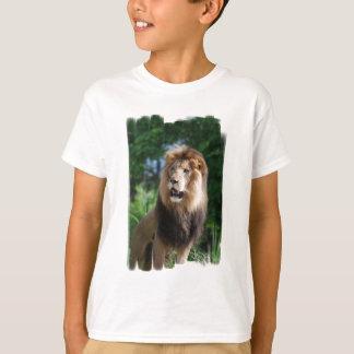T-shirt majestueux de la jeunesse de lion