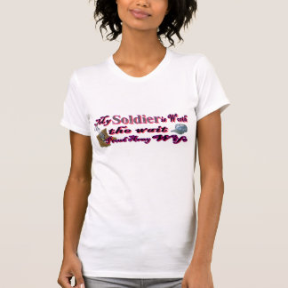 T-shirt Mon solider vaut l'épouse d'attente-armée