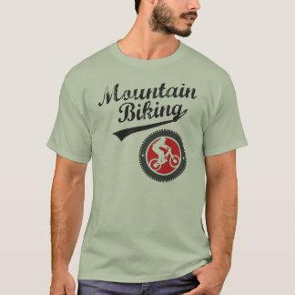 T-shirt Montagne de MTB faisant du vélo le rétro