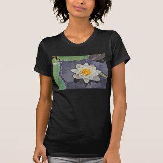 T-shirt Nénuphar blanc avec des protections de lis sur un