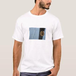 T-shirt oeuf sur un poteau