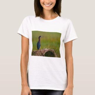 T-shirt oiseau un héron de vert de moment tranquille