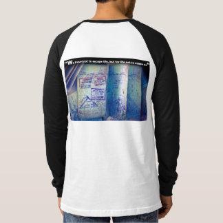 T-shirt Passeport de voyageur du monde avec des timbres