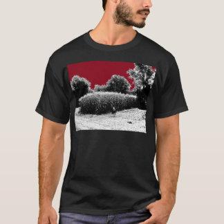 T-shirt Petit champ de maïs avec le ciel rouge foncé