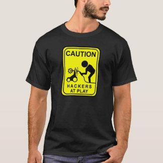 T-shirt Pirates informatiques de précaution au jeu - bot