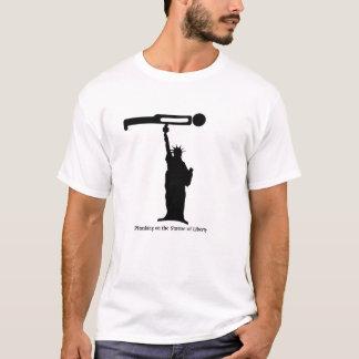 T-shirt Planking sur la statue de la liberté