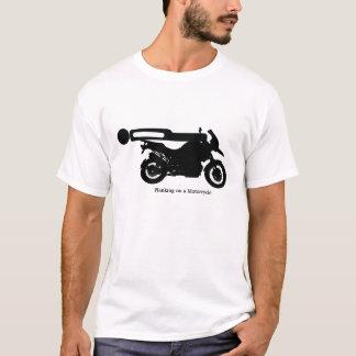 T-shirt Planking sur une moto