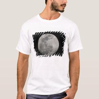 T-shirt Pleine lune en noir et blanc. Crédit comme :