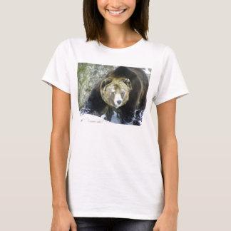 T-shirt Portrait d'ours gris dans la neige