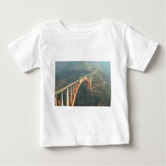 T-shirt Pour Bébé Conception arrière - ponts, couches vertes de la