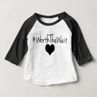 T-shirt Pour Bébé En valeur la pièce en t de base-ball d'attente