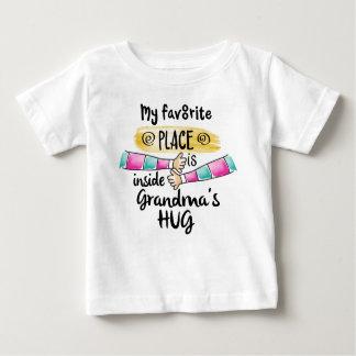 T-shirt Pour Bébé Endroit préféré à l'intérieur de l'étreinte de la
