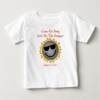 T-shirt Pour Bébé Faisons le bébé d'éclipse