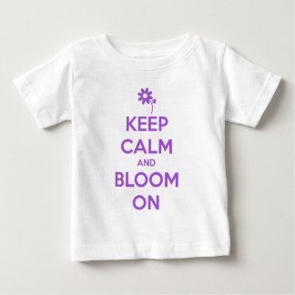T-shirt Pour Bébé Gardez le calme et fleurissez sur le pourpre