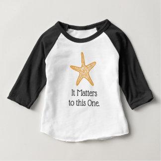 T-shirt Pour Bébé Il importe à cette une étoile de mer