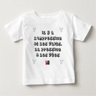 T-shirt Pour Bébé Il y a l'IMPRESSION et les FAITS, la PRESSION