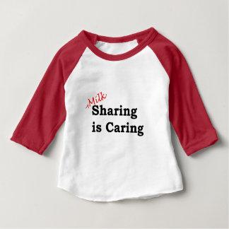 T-shirt Pour Bébé Le partage de lait s'inquiète avec l'écriture