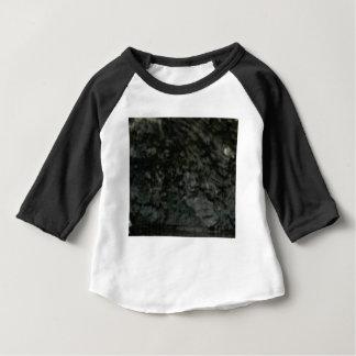 T-shirt Pour Bébé lichen foncé sur des roches