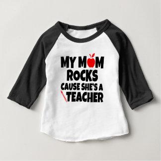 T-shirt Pour Bébé Ma cause de roches de maman elle est un bébé drôle
