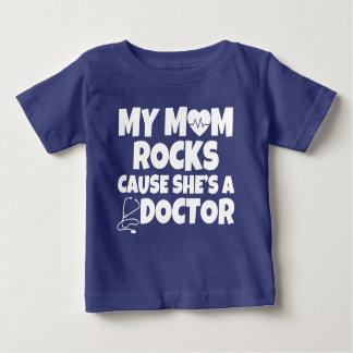 T-shirt Pour Bébé Ma cause de roches de maman elle est une chemise