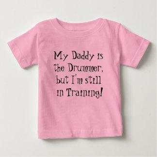 T-shirt Pour Bébé Mon papa est le batteur, mais je suis toujours