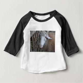 T-shirt Pour Bébé Moutons avec le foin