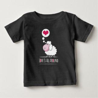 T-shirt Pour Bébé Moutons dans la chemise de la heureuse