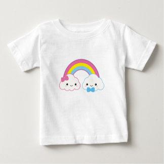 T-shirt Pour Bébé Nuages de couples de Kawaii avec l'arc-en-ciel