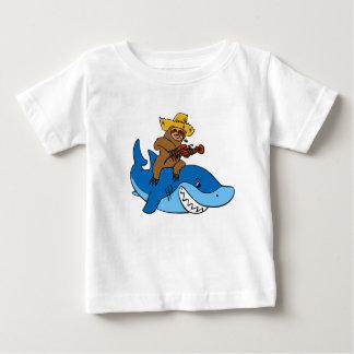 T-shirt Pour Bébé Paresse de plouc montée sur le requin