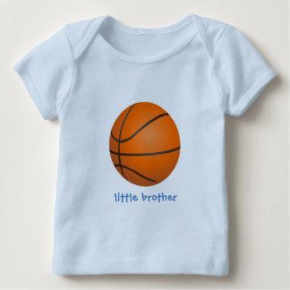 T-shirt Pour Bébé Petit frère de basket-ball