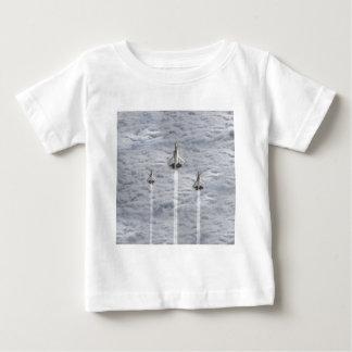 T-shirt Pour Bébé S'élever voyage en jet dans les nuages