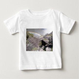 T-shirt Pour Bébé Vallée avec l'arc-en-ciel